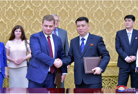 Talks between Youth League Officials of DPRK and Russia