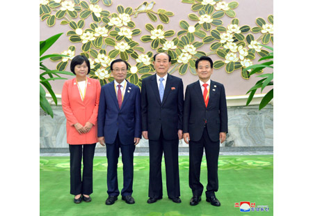 Kim Yong Nam Meets Representatives of Political Parties from South Side