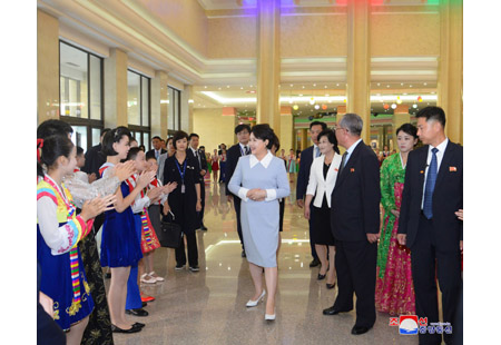 President Moon Jae In and His Wife Visit Mansudae Art Studio