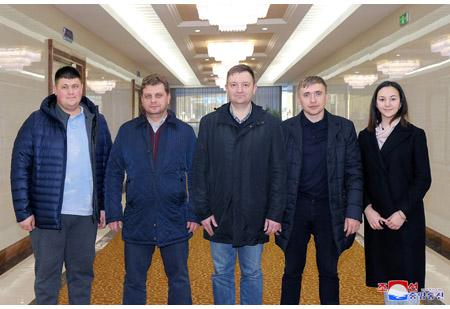 Russian Delegation Arrives