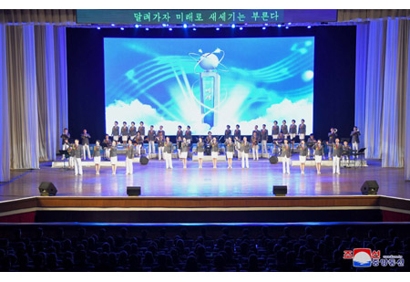 Art Squad of Youth League Gives Performance