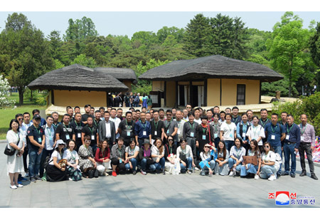 Foreigners Visit Mangyongdae