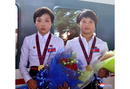 DPRK Wrestlers Back Home