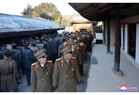제8차 군수공업대회 참가자들을 위한 축하공연 진행