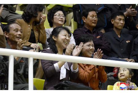 조선인민의 락천적인 생활을 보여준 탁구경기