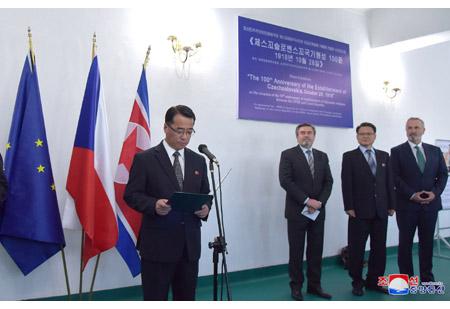 조선과 체스꼬사이의 외교관계설정 70돐에 즈음한 사진전시회 개막,영화감상회 진행