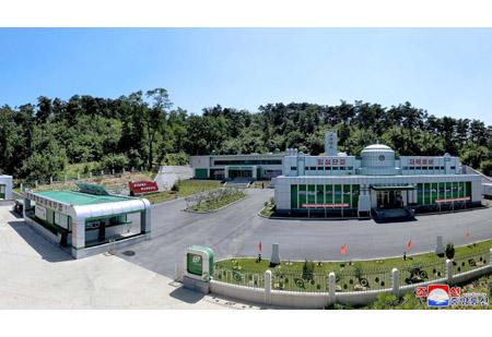 숭고한 인민관이 구현되여있는 보건산소공장