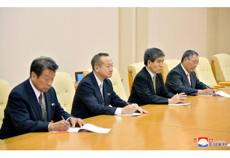 조일우호친선협회 회장이 일조우호 야마나시현대표단의 주요성원들을 만났다