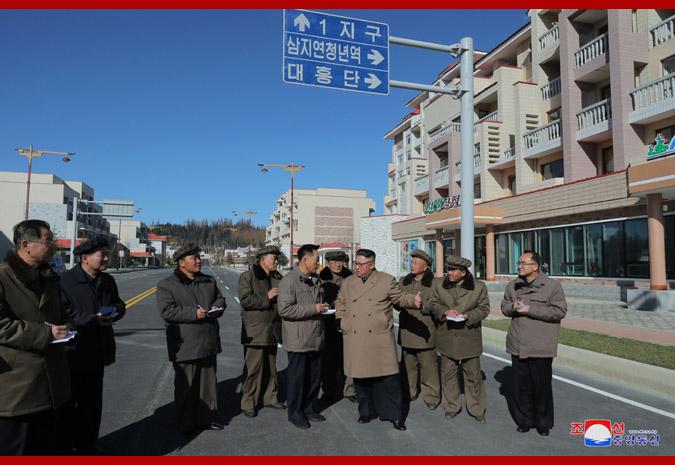 경애하는 최고령도자 김정은동지께서 삼지연군안의 건설장들을 현지지도