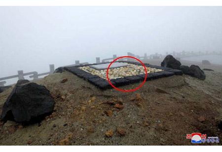 백두산에서 단군을 숭상하는 대종교상징물 발굴