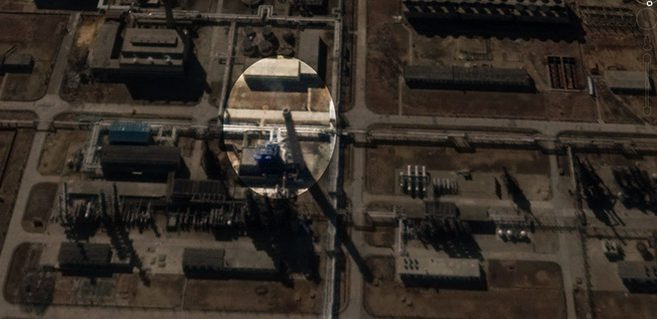Satellite imagery from 2015 showing smoke coming from one of the refinery stacks. Source: Google Earth