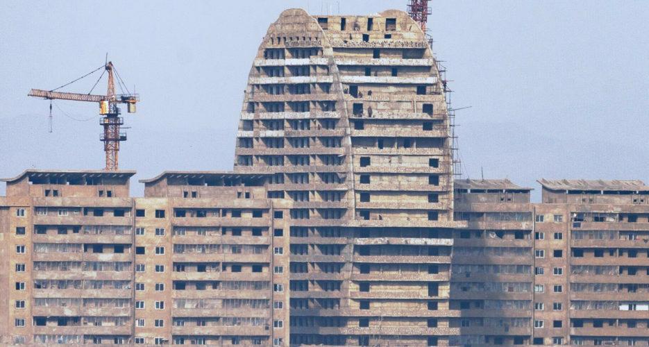 Shoddy construction on display at Sinuiju riverside high-rise construction site