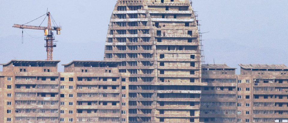 Shoddy construction on display at Sinuiju riverside high-rise construction site