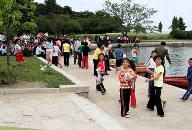children-at-songdowon-camp