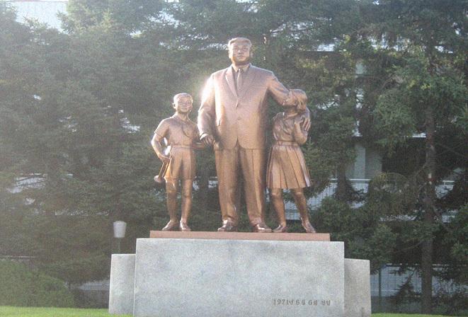 kim-il-sung-statues-py