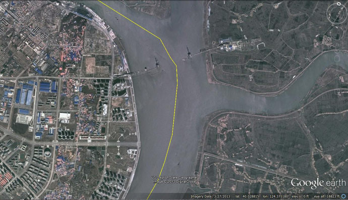 Satellite imagery showing construction of new suspension bridge underway crossing the Yalu river (Photo: Google Earth)