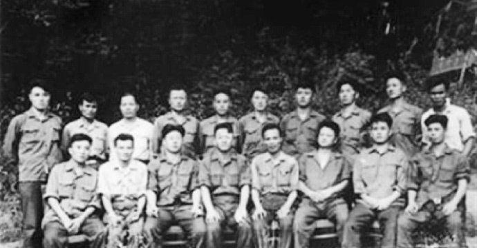 Major General Phan Khac Hy (first row, fourth from right) was a political commissar of the North Vietnamese Air Force Command. In the above picture he is seen sitting between the chief and vice chief of command in the North Korean air force unit in Vietnam.