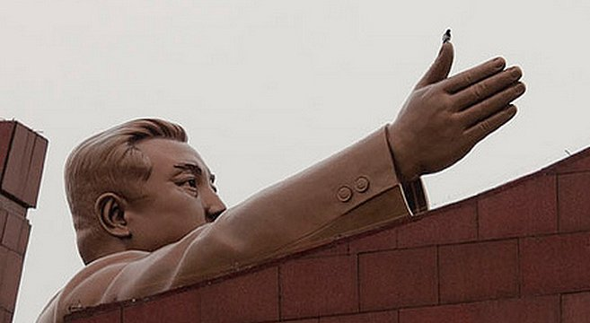 A bird pays respect to a statue of Kim Il Sung at Mansu Hill in Pyongyang | Picture: E. Lafforgue