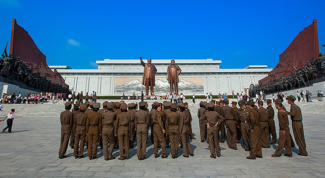 Kim Jong Il and Kim Il Sung statues at Mansu Hill | Picture: E. Lafforgue