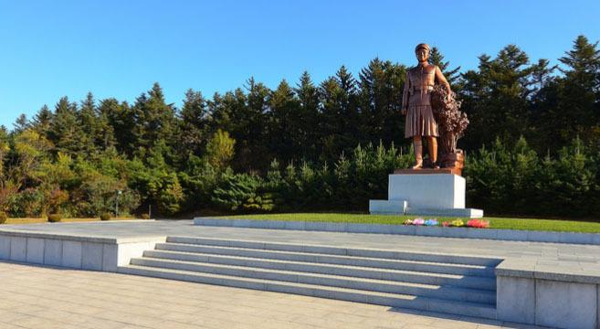 kim-suk-statue-hoeryong