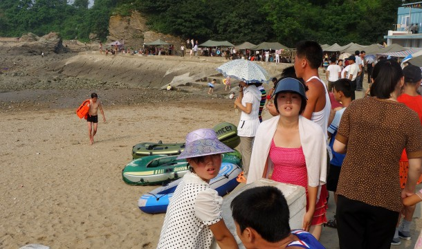 beach-life-north-korea-1