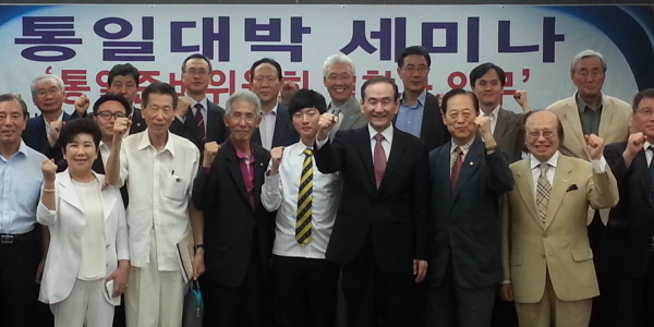 Dr. Shinn Chang-min (fourth from right)