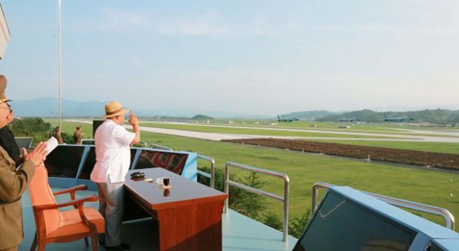Kim Jong Un at the aeronautics contest at Kalma Airport, Wonsan, Kangwon Province | Photo: KCNA