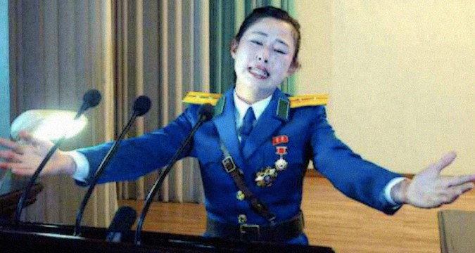 Pyongyang traffic girl given mystery hero award