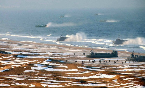 As talks enter third day, N. Korea forward deploys landing crafts, special forces
