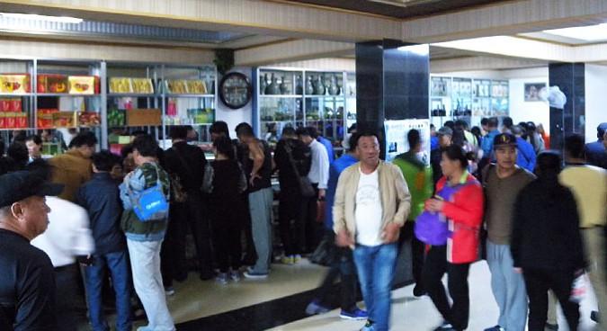 Capitlaism meets socialism:  Chinese tourists flood a local souvenir shop | Picture: NK News