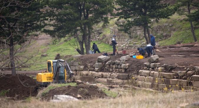 N.Korea excavates more Koryo dynasty metal type pieces: KCNA