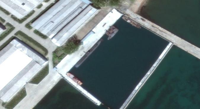Gorae-class experimental submarine at Sinpo South Shipyard, May 2016 | Google Earth