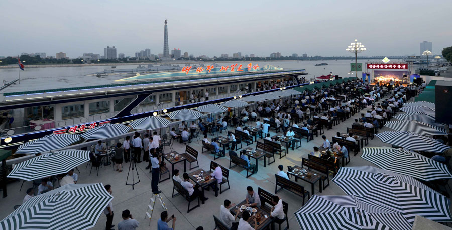 Pyongyang proposes a toast for its first ever beer festival