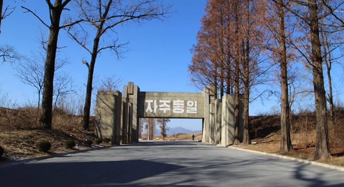 N. Korea installs new gate, further security precautions along road to Panmunjom
