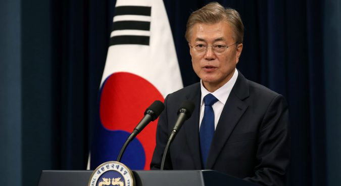 Moon talks North Korea summit with Pompeo and Bolton, offers support