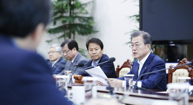 "Moon will ""consider"" suspending joint ROK-U.S. military drills: Blue House"
