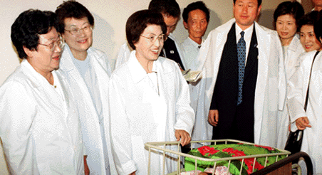 North Korea to send letter, flowers to South following former first lady's death